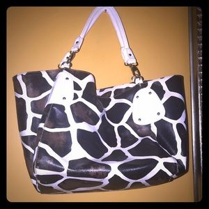Handbags - Large Giraffe print purse